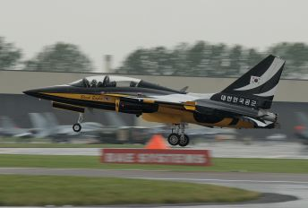 10-0052 - Korea (South) - Air Force: Black Eagles Korean Aerospace T-50 Golden Eagle