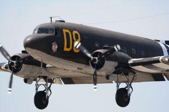 N15SJ - American Airpower Museum Douglas DC-3