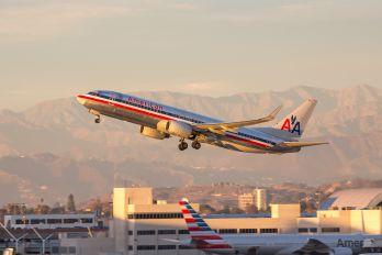 N946AN - American Airlines Boeing 737-800