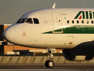I-BIMT - Alitalia Airbus A319