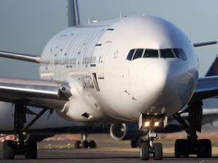 - - United Airlines Boeing 777-200ER