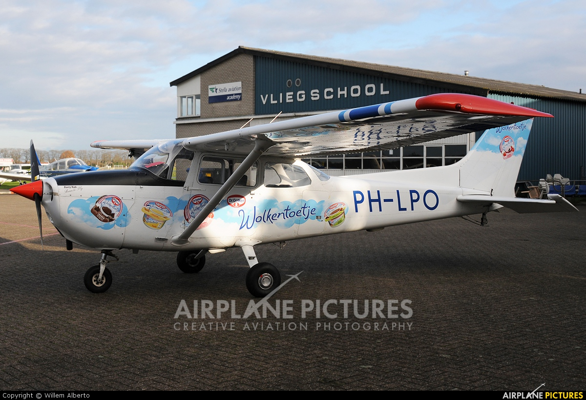 Skyservice Business Aviation PH-LPO aircraft at Deventer - Teuge