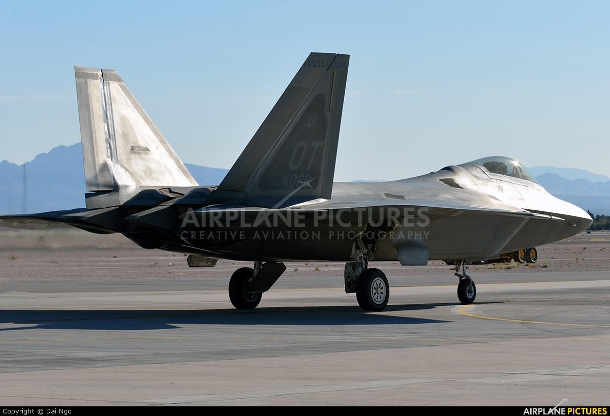 USA - Air Force 04-4068 aircraft at Miramar MCAS / Mitscher Field