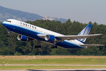 N642UA - United Airlines Boeing 767-300ER