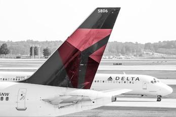 N586NW - Delta Air Lines Boeing 757-300