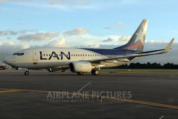 HK-4694 - LAN Colombia Boeing 737-700