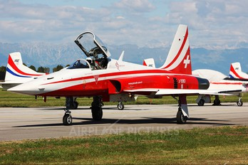 J-3087 - Switzerland - Air Force:  Patrouille de Suisse Northrop F-5E Tiger II