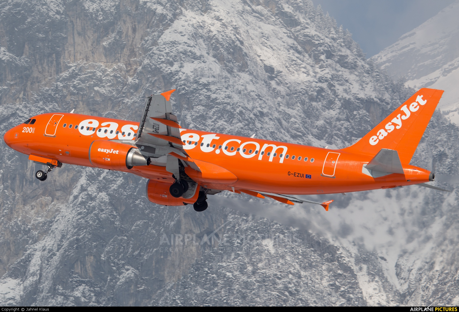 easyJet G-EZUI aircraft at Innsbruck