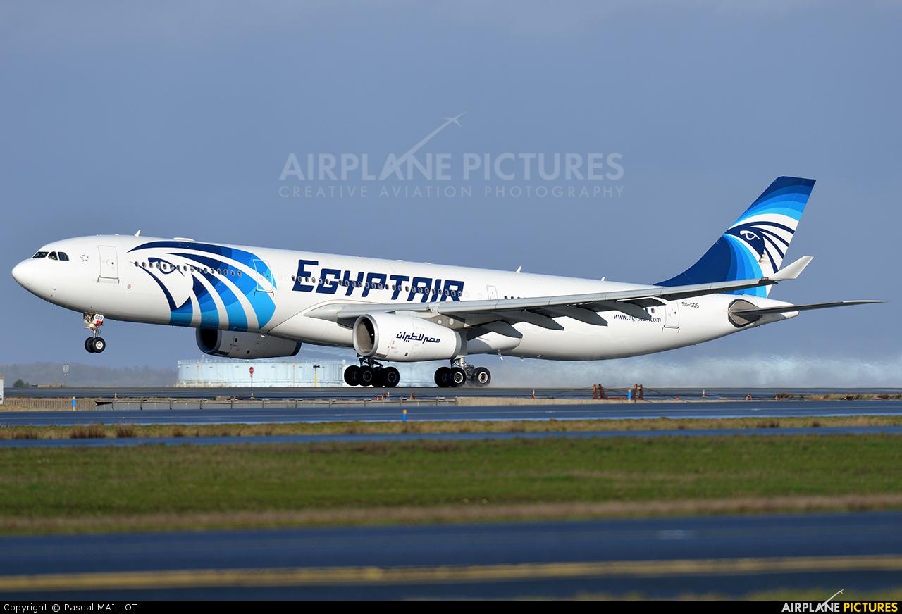 su gds   egyptair airbus a330 300 at paris   charles de