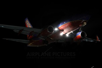 - - Southwest Airlines Boeing 737-700
