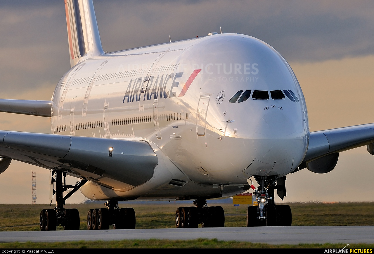 F hpjb air france airbus a380 at paris charles de for A380 air france interieur