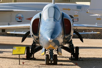 141824 - USA - Navy : Blue Angels Grumman F-11F Tiger