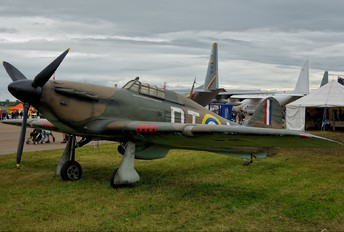 V6555 - Private Hawker Hurricane (replica)
