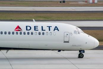N917DE - Delta Air Lines McDonnell Douglas MD-88
