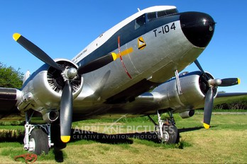 T-104 - Argentina - Air Force Douglas DC-3
