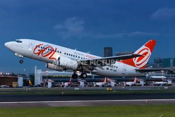 PR-VBX - GOL Transportes Aéreos  Boeing 737-700