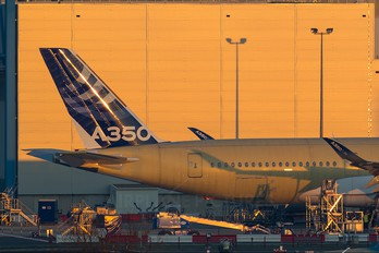 - - Airbus Industrie Airbus A350-900