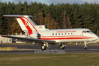 045 - Poland - Air Force Yakovlev Yak-40