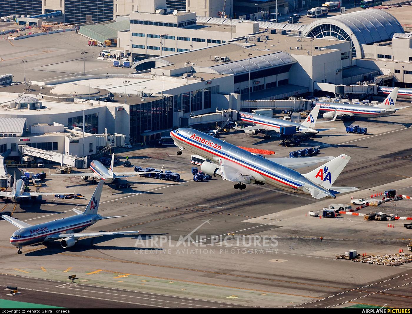 N335AA - American Airlines Boeing 767-200 at Los Angeles ...