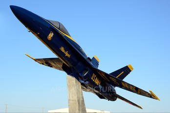 162448 - USA - Navy : Blue Angels McDonnell Douglas F/A-18A Hornet