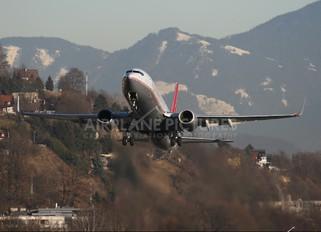 OE-LNS - Lauda Air Boeing 737-800