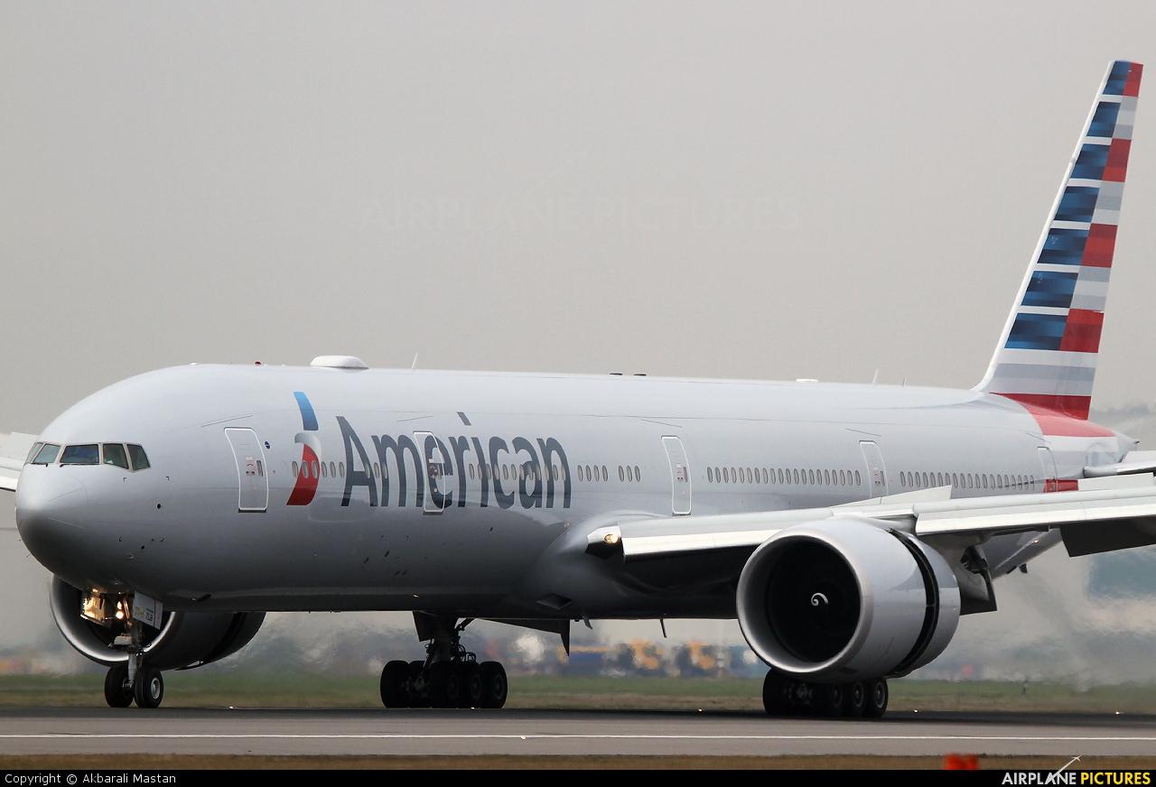 American Airlines N718AN aircraft at London - Heathrow