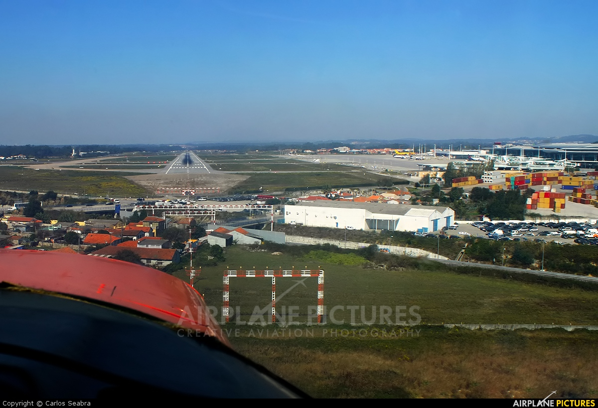 - Airport Overview - aircraft at Porto