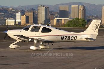 N7800 - Private Cirrus SR22