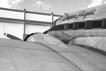 N101KC - TAM Douglas DC-3