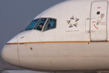 N14102 - United Airlines Boeing 757-200