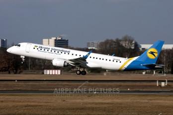 UR-DSA - Ukraine International Airlines Embraer ERJ-190 (190-100)