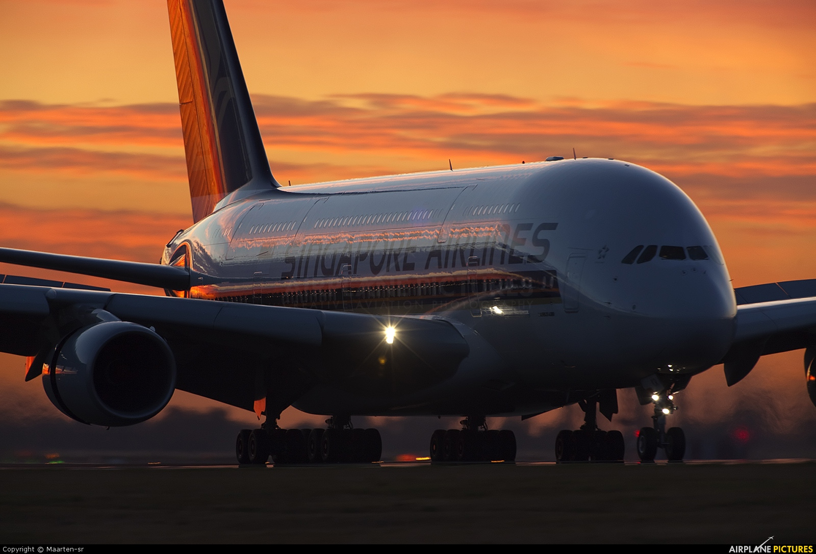 Singapore Airlines 9V-SKR aircraft at Paris - Charles de Gaulle