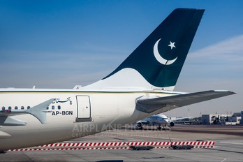 AP-BGN - PIA - Pakistan International Airlines Airbus A310