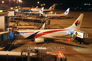 9M-MXH - Malaysia Airlines Boeing 737-800