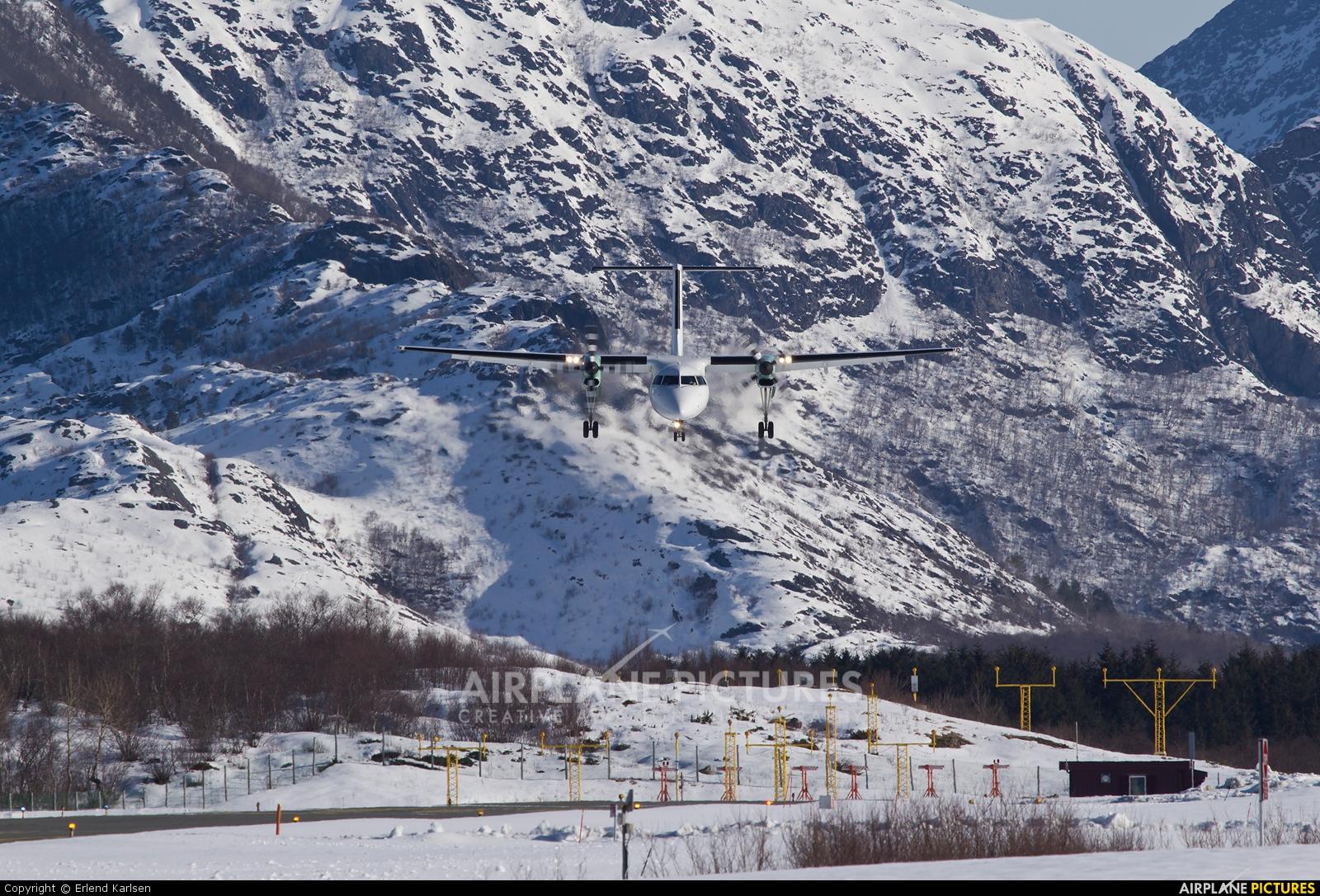 Widerøe LN-WSC aircraft at Brønnøysund