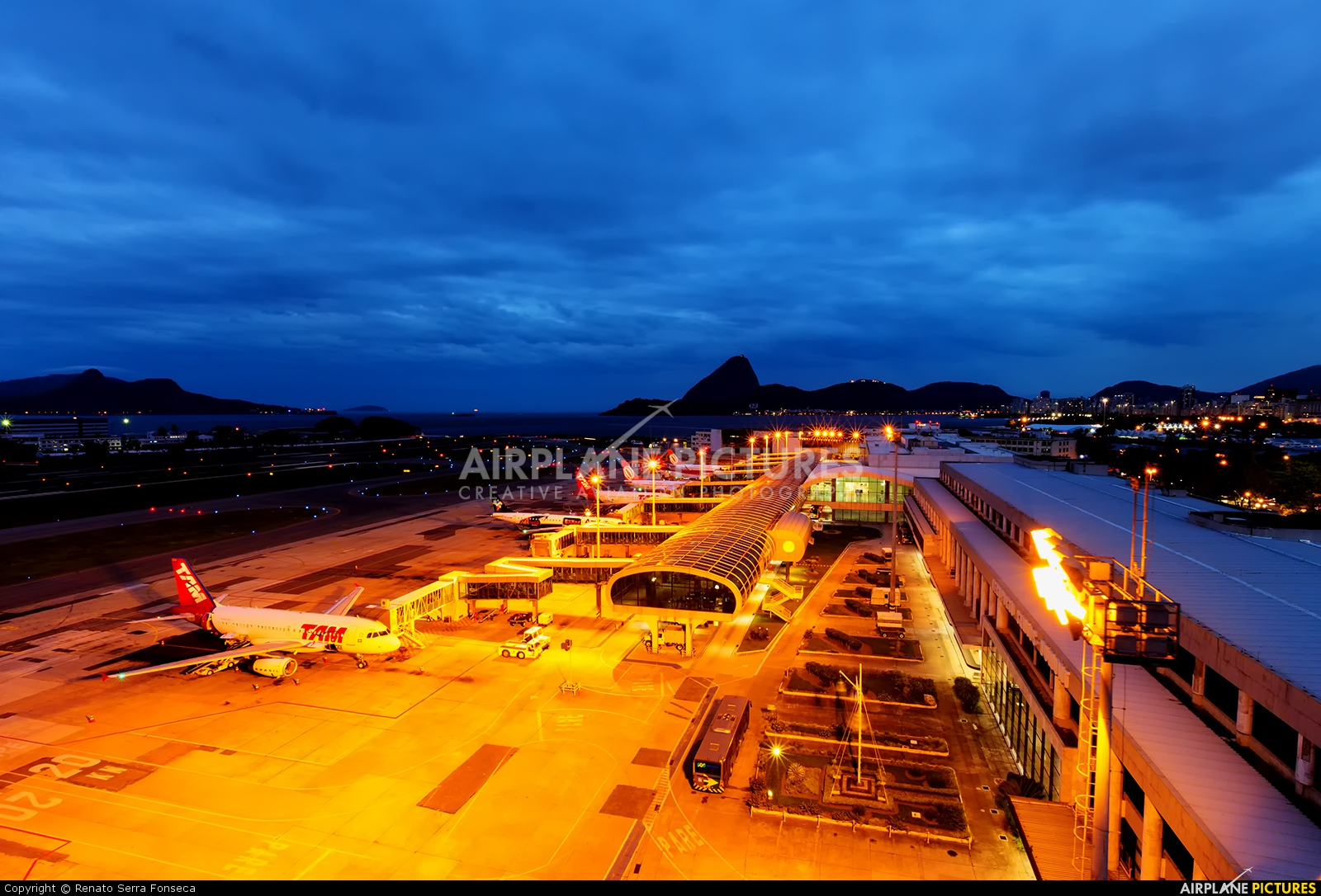 - Airport Overview - aircraft at Rio de Janeiro - Santos Dumont