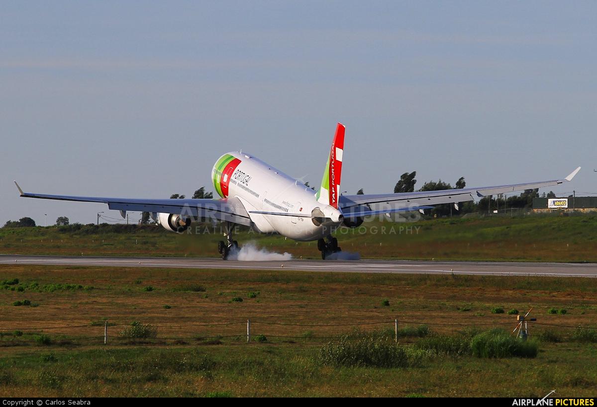 TAP Portugal CS-TOP aircraft at Porto