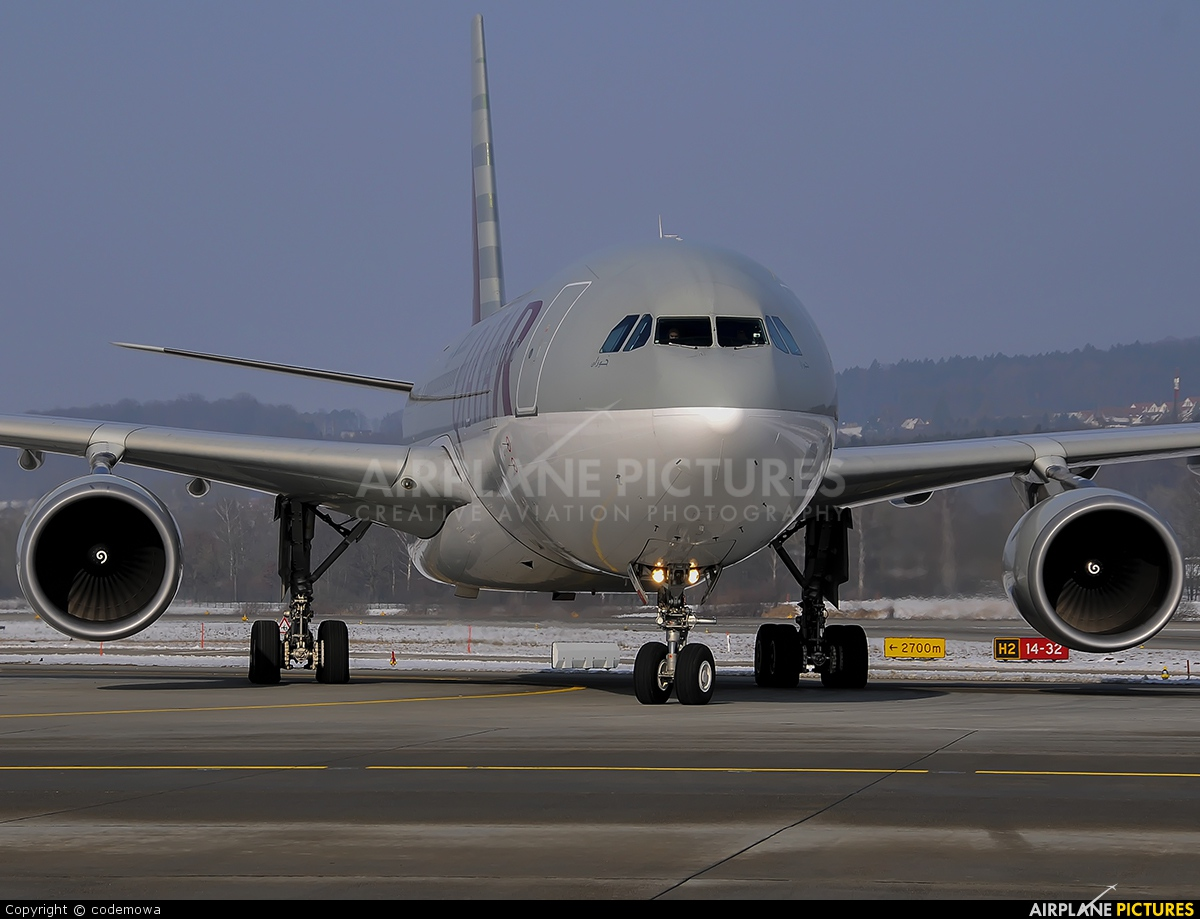 Qatar Airways A7-ACM aircraft at Zurich
