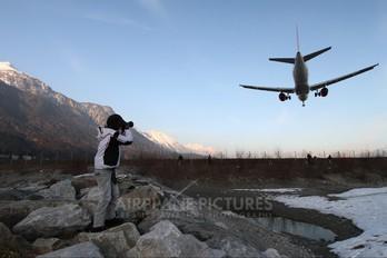 - - easyJet Airbus A320