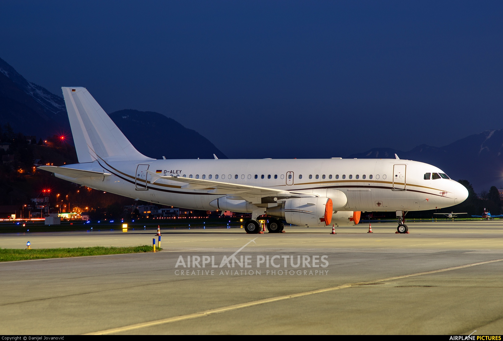 DC Aviation D-ALEY aircraft at Innsbruck