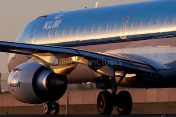 PH-EZT - KLM Cityhopper Embraer ERJ-190 (190-100)