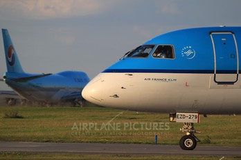 PH-EZD - KLM Cityhopper Embraer ERJ-190 (190-100)