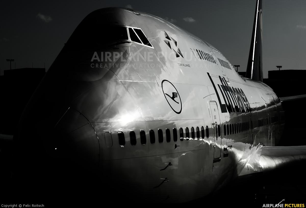 Lufthansa D-ABVK aircraft at Frankfurt