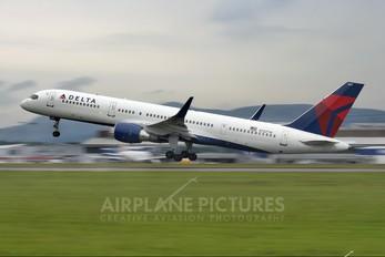 N723TW - Delta Air Lines Boeing 757-200