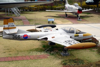 21366 - Korea (South) - Air Force Cessna T-37C Tweety Bird