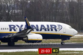 EI-EKA - Ryanair Boeing 737-800