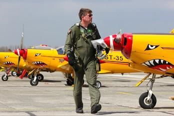 "ST-25 - Belgium - Air Force ""Hardship Red"" SIAI-Marchetti SF-260"