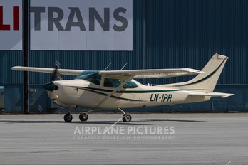 LN-IPR - Private Cessna 182 Skylane RG