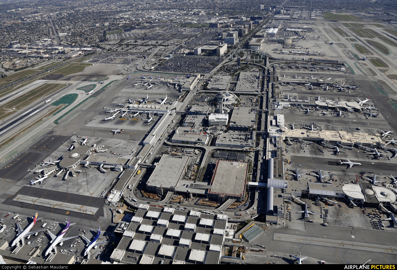 - Airport Overview - aircraft at Los Angeles Intl
