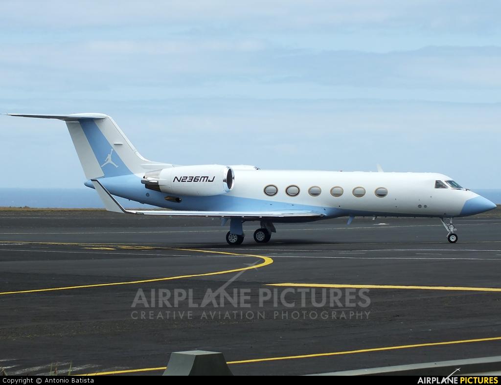 Private N236MJ aircraft at Azores - Santa Maria